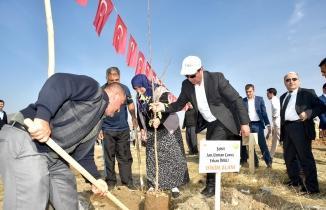 Türkoğlu'nda fidanlar toprakla buluştu