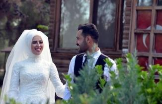 Kahramanmaraş'ta hemşireler, virüs nedeniyle nikah kıyarak dünya evine girdi