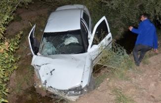 Otomobil şoförü direksiyon başında kalp krizi geçirdi, kanala düştü