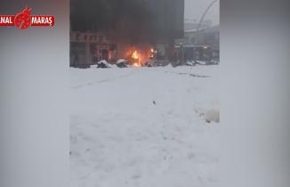 Kahramanmaraş'ta park halindeki kamyonet cayır cayır yandı
