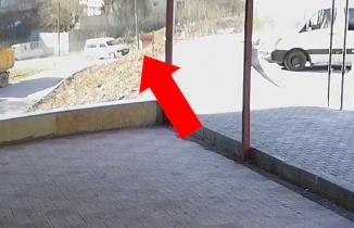 Kahramanmaraş'ta şiddetli rüzgar çöp konteynerini sürükledi!