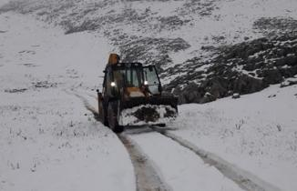 Kar nedeniyle yaylada mahsur kalan çobanlar ve 2 bin hayvanı kurtarıldı