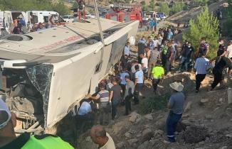 Askerleri taşıyan otobüs devrildi; 5 asker şehit oldu