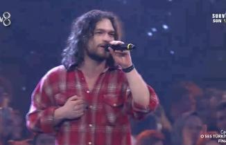 Alkan Dalgakıran 'Yalnızım Ben' performansı izle