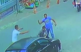 İstanbul Esenyurt'ta sokak ortasında yaşanan kavga kamerada