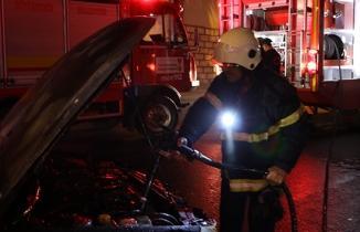 Kahramanmaraş'ta otomobil yangını: Az kalsın kül oluyordu