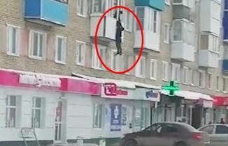 Şoke eden olay! Eşine basıldı sevgilisini camdan kaçırdı!