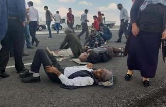 Şiddetli rüzgar minibüsünü devirdi: Yaralılar var