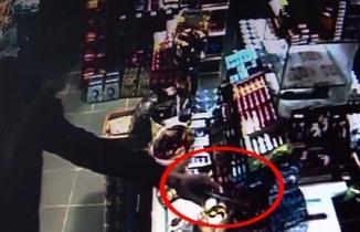 Silahlı gaspçı market sahibine doğum gününde kabus yaşattı, dehşet anları kamerada