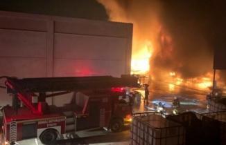 Denizli'de korkutan yangın! Peş peşe patlamalar yaşanıyor