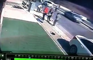 Hatay'da otomobil, motosiklete çarptı: Kaza anı kamerada!