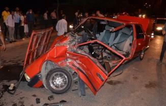 Kahramanmaraş'ta ikiye bölünüp paramparça olan otomobilden sağ kurtuldu