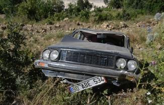 Kahramanmaraş'ta uçuruma yuvarlanan otomobildeki 3 kişi yaralandı