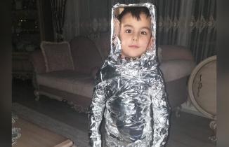 Kahramanmaraşlı minik çocuk kurallara uymayan büyüklerine çağrıda bulundu