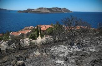 Kaş'ta korkutan yangın! Villalara 15 metre kala söndürüldü