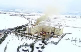 Kahramanmaraş'ta üniversitenin çatısı yandı, öğrenciler tahliye edildi